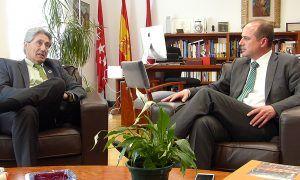 Alberto Rojo comparte con el rector de la UAH los proyectos que ha diseñado para adaptar el entorno urbano del Campus