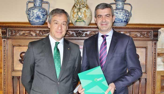 El presidente de Eurocaja Rural comparte la Memoria Anual con Álvaro Gutiérrez