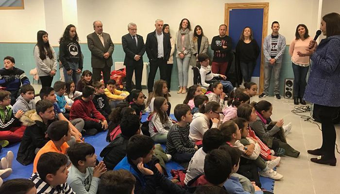 Felpeto comparte con el colegio de Mondéjar sus proyectos y les felicita por trabajar todo el año en el fomento de valores