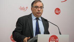 """Mora asegura que la ausencia de castellano-manchegos en la lista del PP al Parlamento Europeo """"demuestra lo poco que pinta Núñez en su partido"""""""
