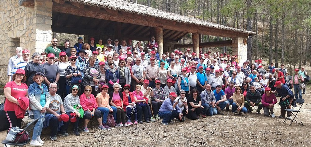 Cerca de 200 mayores participan en una ruta senderista en Poveda de la Sierra dentro de las actividades para potenciar el envejecimiento activo