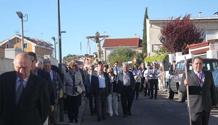 El Cristo de la Expiración procesiona en Cabanillas entre el calor de sus fieles