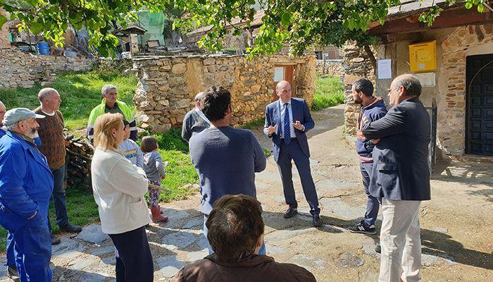 José Manuel Latre visita Corralejo y Bocígano para escuchar a los vecinos y recoger sus preocupaciones
