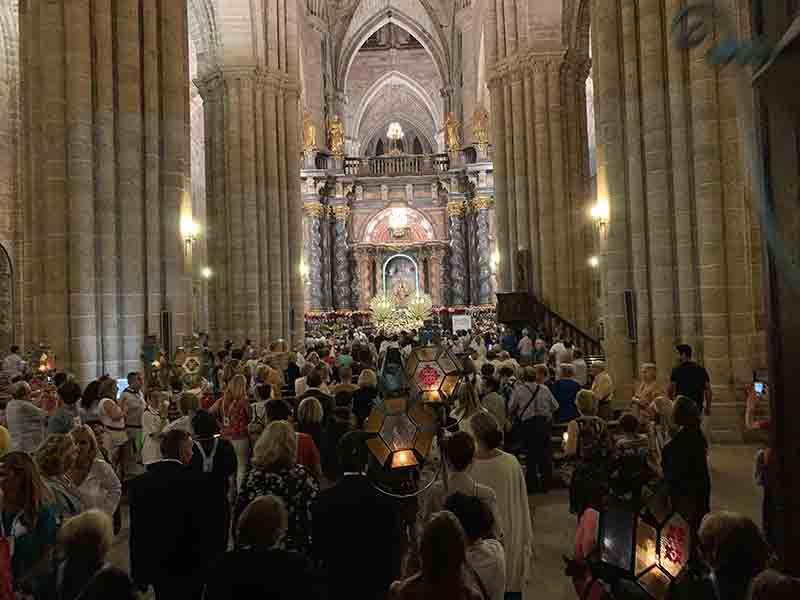 Una multitudinaria Procesión de los Faroles despide los actos religiosos de las fiestas de San Roque y la Virgen de la Mayor