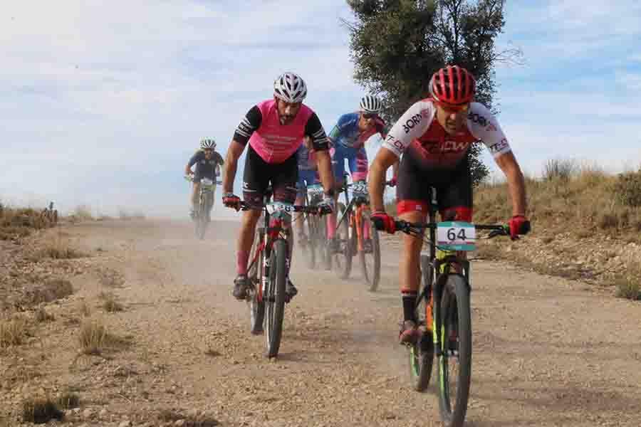Alejandro Gómez e Isabel González, vencedores de la VI ruta MTB Desafío La Torrecilla en Arbancón