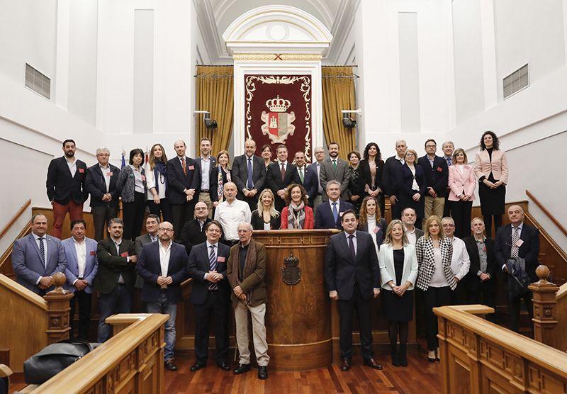 La Junta celebra con los agentes sociales y económicos la aprobación de la Ley de Economía Circular, pionera en nuestro país
