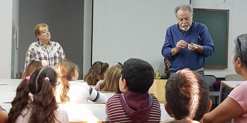 Escolares del Colegio Las Lomas participan en sesiones de juguetes e instrumentos del Centro de la Cultura Tradicional de la Diputación de Guadalajara