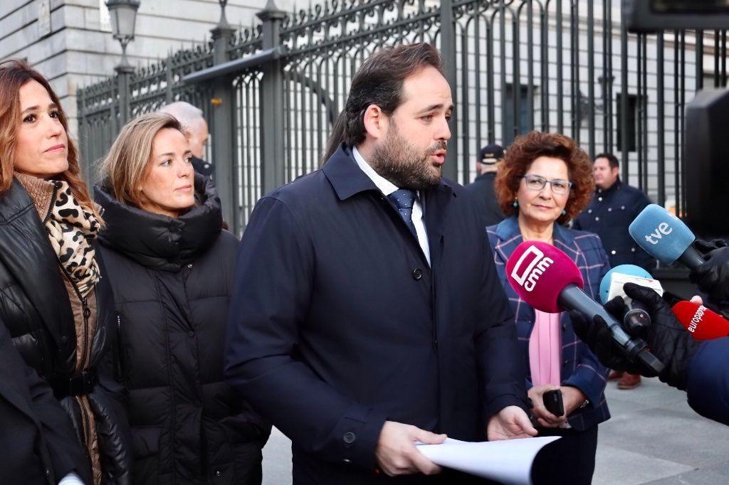 Núñez exige a Page que pase de las palabras a los hechos y no permita la investidura de Sánchez con el voto en contra de sus diputados nacionales