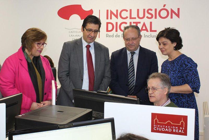 La Junta pone a disposición de diputaciones y ayuntamientos 9,5 millones para duplicar los Puntos de Inclusión Digital
