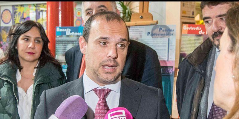 """Pablo Bellido pide al PP que rectifique las declaraciones """"groseras y abusivas"""" de Echániz sobre la eutanasia"""