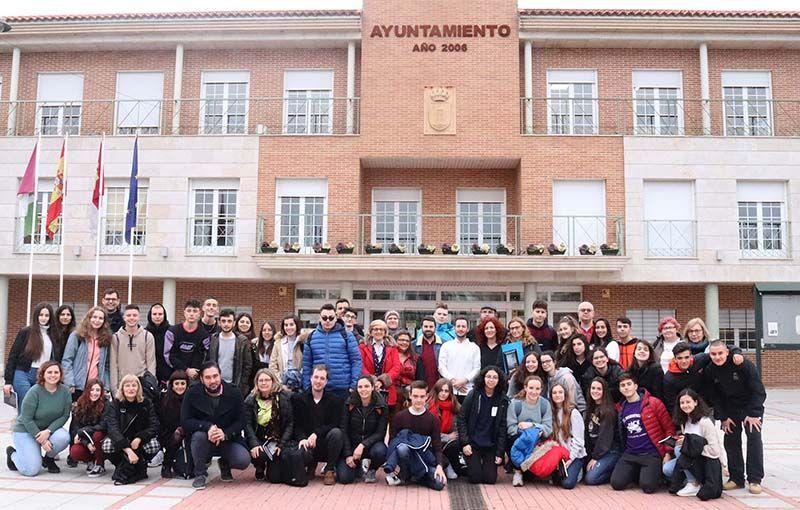 Recepción en el Ayuntamiento para los jóvenes y docentes europeos que pasan la semana en Cabanillas con el Erasmus Plus