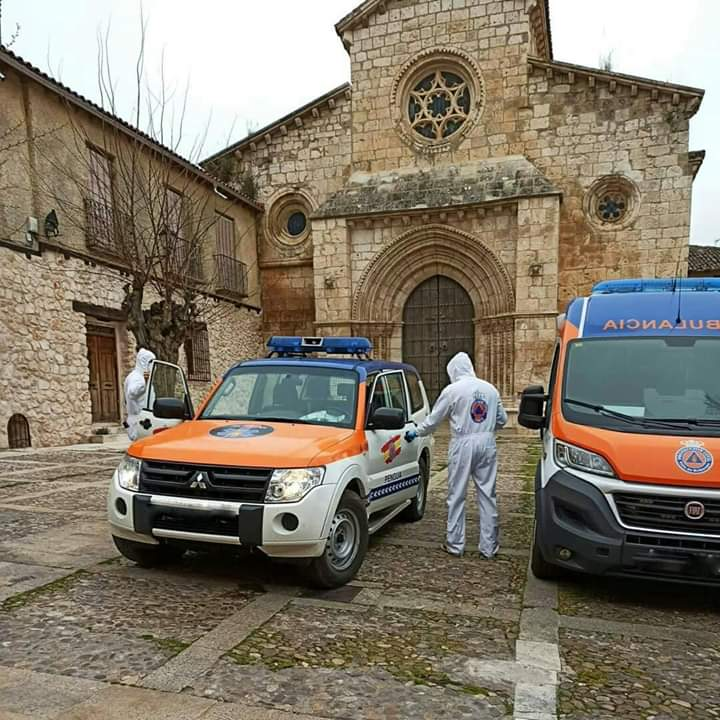 Brihuega se sobrepone al coronavirus y se engalana con las típicas balconeras dedicadas a la Virgen de la Peña