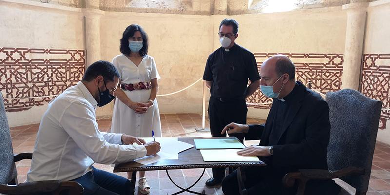 El Ayuntamiento de Brihuega y la Diócesis de Sigüenza-Guadalajara firman la cesión gratuita del templo de San Miguel al municipio para los próximos cincuenta años