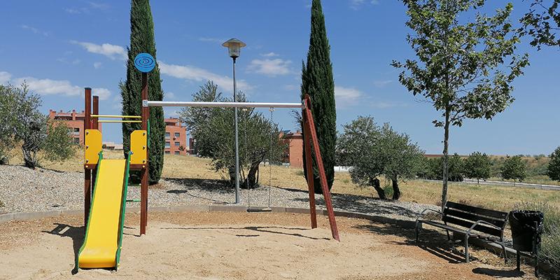 El barrio de la Juanjordana de Villanueva de la Torre estrena parque infantil