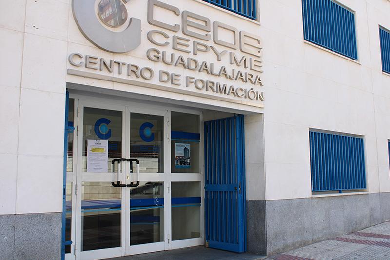 El departamento económico de CEOE-Cepyme Guadalajara informa a sus socios de las subvenciones cheque exportador y contratación