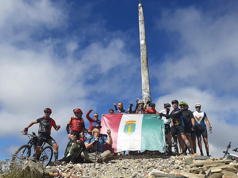 El equipo ciclista cabanillero El Motor de tus Pasos completa un nuevo Camino de Santiago