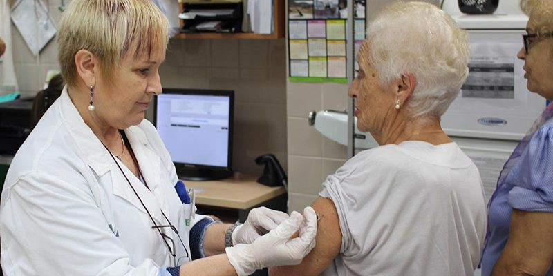 El Gobierno de Castilla-La Mancha pide a la población, sobre todo a la vulnerable, que se vacune frente a la gripe