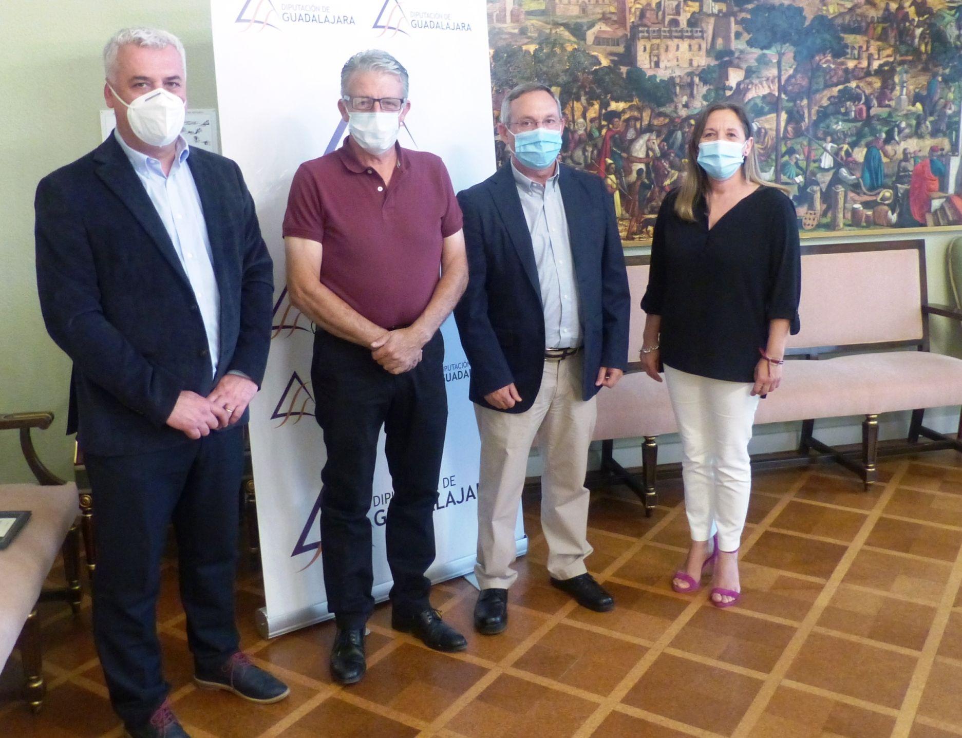 firma convenios do vino mondC3A9jar y aceite alcarria 2 | Informaciones de Guadalajara
