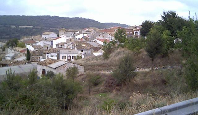 Las restricciones de agua que sufre la pedanía de Córcoles ponen en pie de guerra a sus vecinos y enfurecen al alcalde de Sacedón