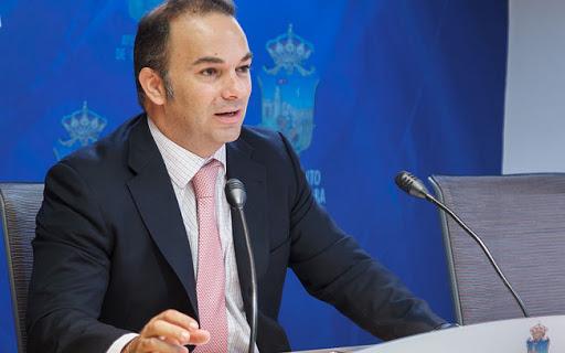 Carnicero propone incluir en las ayudas por el COVID a las empresas y clubes deportivos y a los guías turísticos
