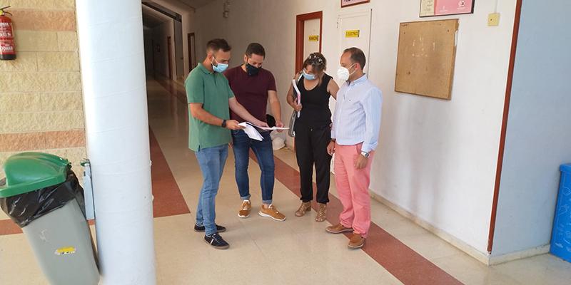 Comienzan las obras de reforma de los vestuarios y lavabos del polideportivo municipal de Brihuega