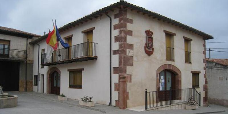 El alcalde de Alcolea del Pinar contesta al PP El Ayuntamiento ni autorizó ni recomendó la comida en la piscina
