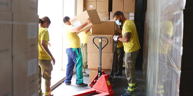 El Gobierno de Castilla-La Mancha ha distribuido esta semana una nueva remesa con más de 461.000 artículos de protección para los profesionales sanitarios