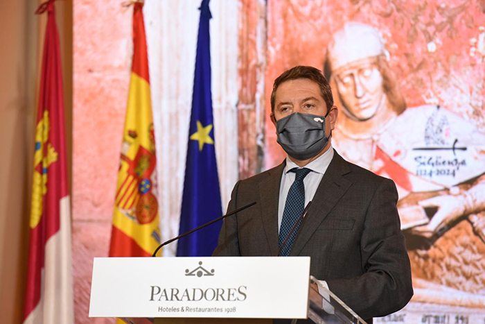 El presidente de Castilla-La Mancha y cuatro consejeros se reúnen con el alcalde de Guadalajara