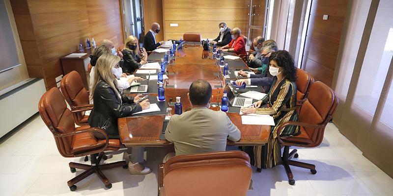 El próximo Pleno de las Cortes debatirá sobre el sector de la hostelería y la presión en la asistencia sanitaria en el contexto de la pandemia