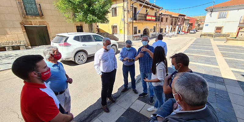 José Luis Vega mantiene una reunión de trabajo con alcaldes de la sierra