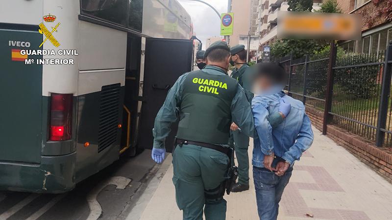 La Guardia Civil de Guadalajara libera a seis personas de nacionalidad vietnamita a los que unos compatriotas suyos tenían semi esclavizados en Sigüenza