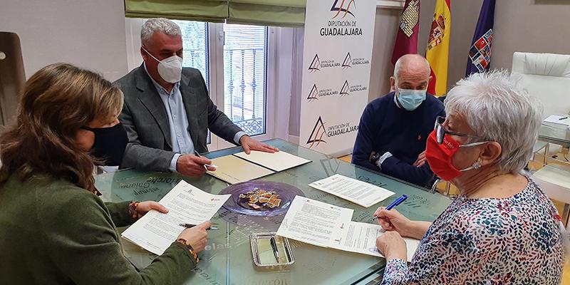Diputación de Guadalajara y Cruz Roja formalizan el convenio para llevar 'Como en Casa' a la comarca de Molina