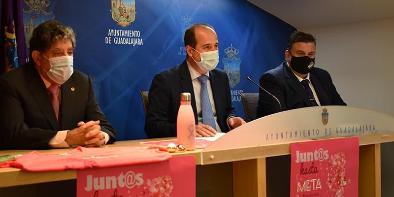 El Ayuntamiento de Guadalajara se suma a los actos con motivo del Día Mundial contra el Cáncer de Mama organizados por la AECC