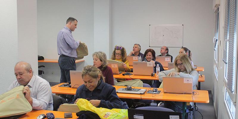 """Cabanillas lanza una nueva edición de """"Capacita TIC"""", curso de formación digital para el reciclaje de mayores de 55 años"""