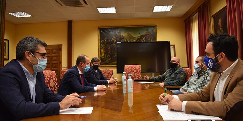 El Gobierno municipal se reúne con la nueva Asociación de Hostelería del Centro de  Guadalajara
