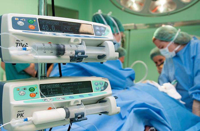 El Hospital de Guadalajara participa en un estudio que relaciona los protocolos de recuperación acelerada con una mayor supervivencia tras una cirugía por cáncer colorrectal
