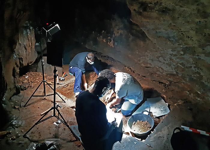 Finaliza la campaña de excavaciones en la Cueva de Los Casares