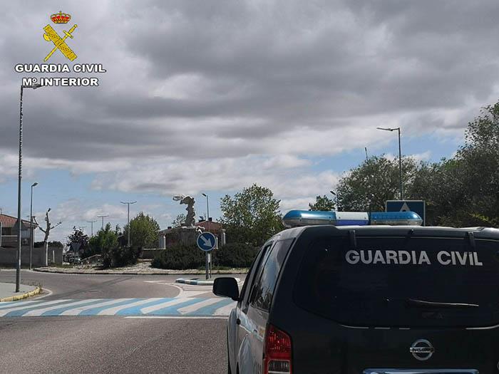La Guardia Civil detiene a dos personas  cuando intentaban cometer un robo en una vivienda  en Villanueva de la Torre