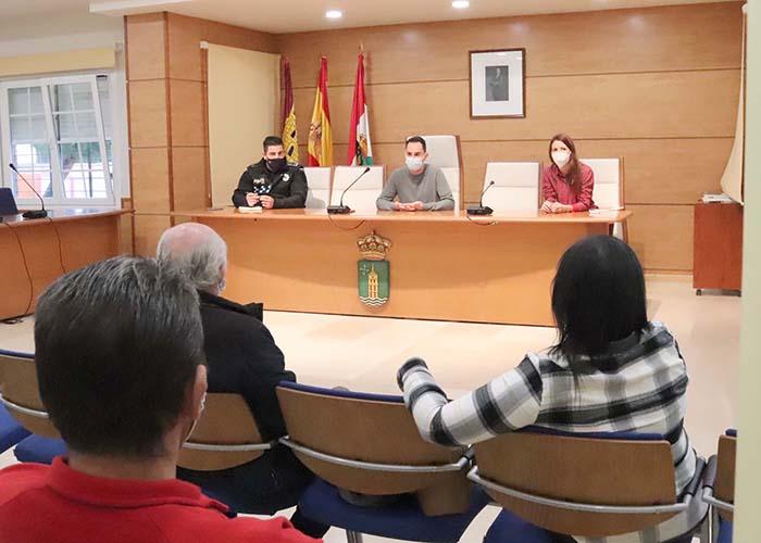 El Ayuntamiento y los hosteleros de Cabanillas se coordinan para evitar problemas en los vermús navideños