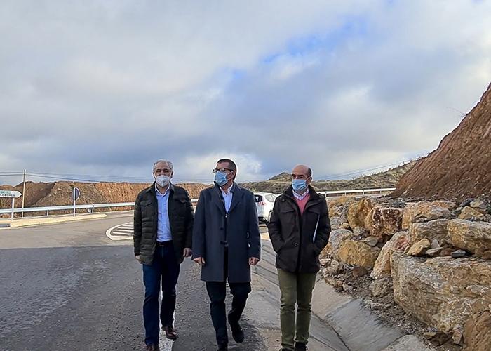 La Diputación de Guadalajara construye una glorieta en Chiloeches para regular el tráfico de la GU-203