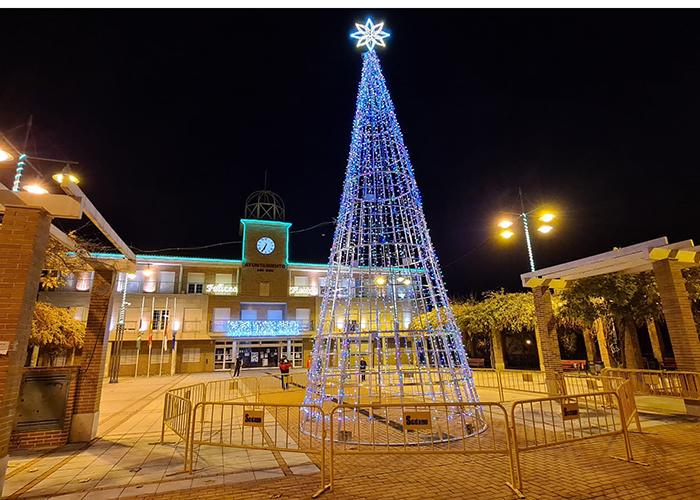 La luz de la Navidad ya ilumina las calles de Cabanillas