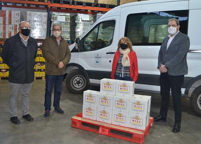 """Robles """"agradece y apoya"""" al Banco de Alimentos por el trabajo que hacen en la provincia con la donación de 100 kilos de miel"""