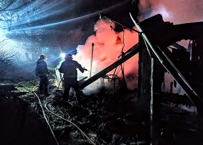 Un incendio intencionado calcina una casa de madera en Pioz