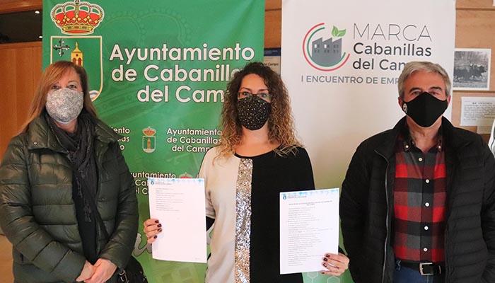 El ganador de la Cesta de Navidad de Cabanillas recogió su premio en el Ayuntamiento