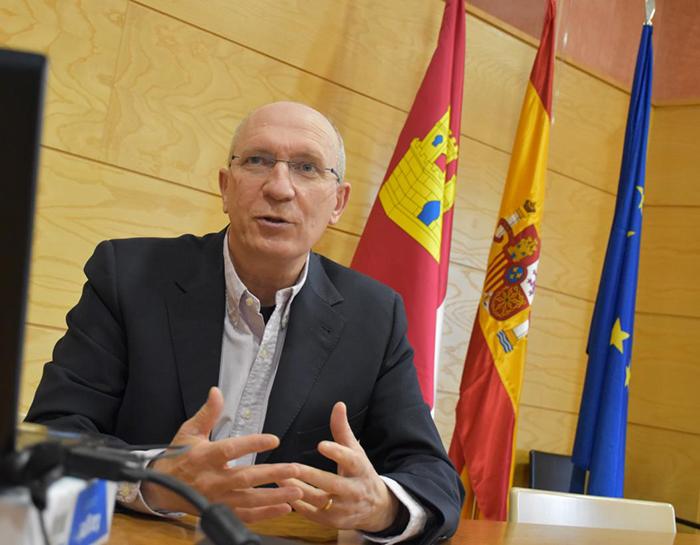 El Gobierno regional expone en Navarra las medidas desarrolladas para hacer frente a la despoblación