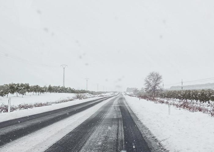 Las carreteras de Cuenca y Guadalajara vuelven a ser este lunes las más castigadas por la nieve y el hielo
