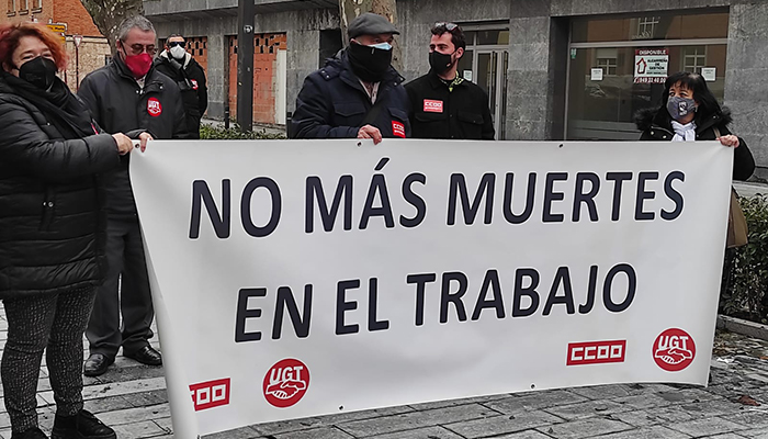 Los sindicatos se concentran en memoria de trabajadora electrocutada el pasado viernes en Pareja