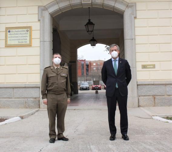 El Coronel Delegado de la Defensa en Castilla-La Mancha recibe la visita del presidente de Eurocaja Rural