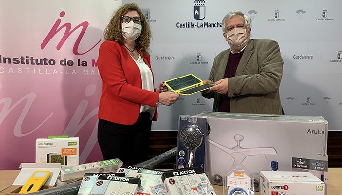 El Gobierno regional pone en marcha una campaña de ahorro y eficiencia energética para mujeres víctimas de violencia de género en Guadalajara