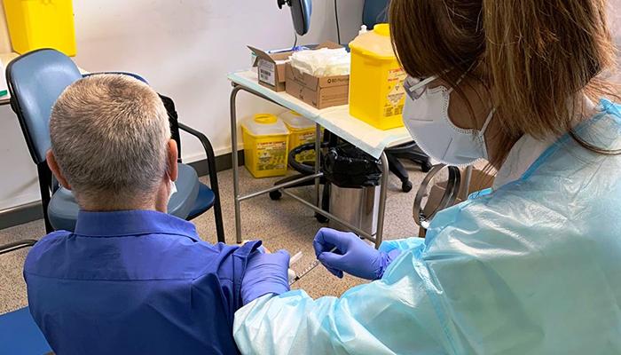 La Gerencia del Área Integrada de Guadalajara completa la vacunación en primera dosis del grupo de mayores de 95 años, grandes dependientes y cuidadores
